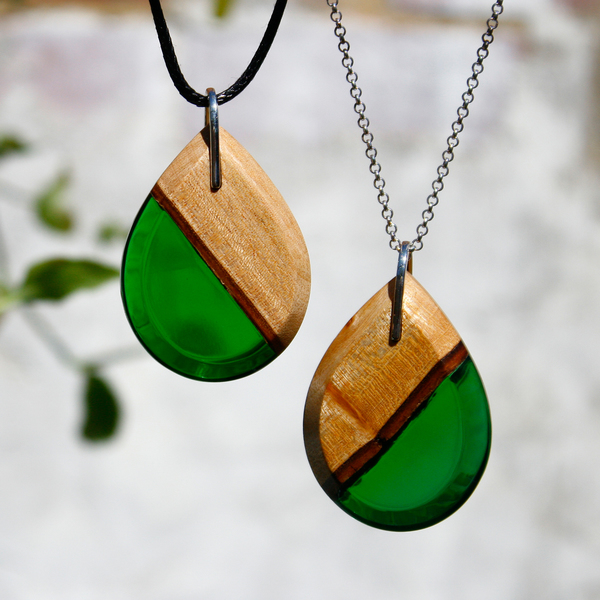 Teardrop mahogany pendant in forest green