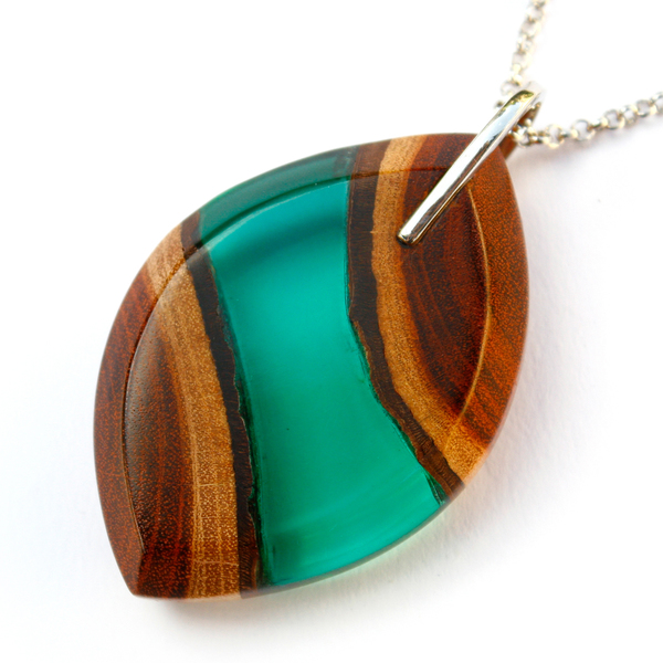 Eye redwood pendant in emerald green
