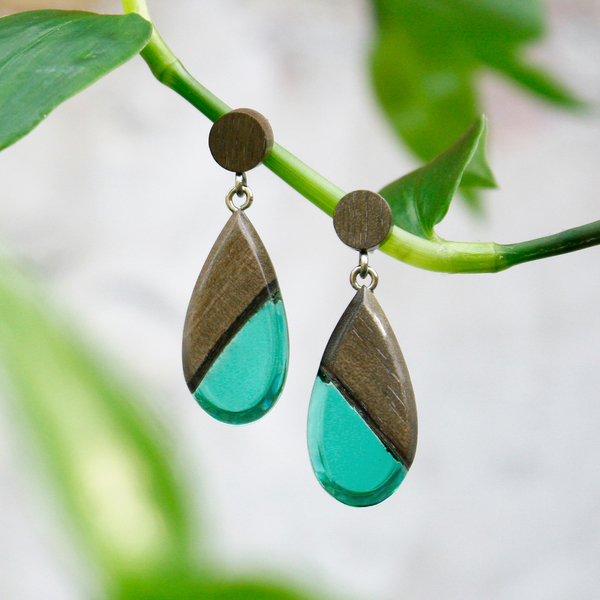 Greywood dangle earrings in emerald green